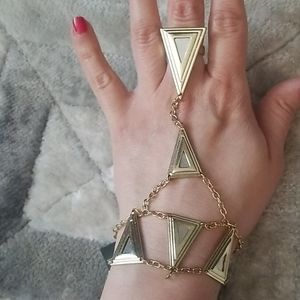Triangle hand jewellery. New.